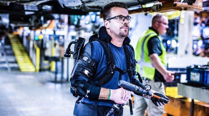 Exoskeleton Technology Pilot exoskeleton-ford-eksovest-eksoworks-automotive-manufacturing-bionic-workers-innovation-healthtech-robotics-wearable-tech
