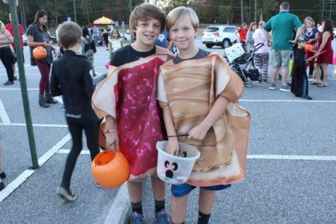 Peanut Butter and Jelly- what a clever idea to dress up as a pair with your best friend.