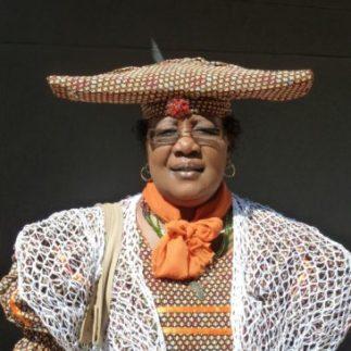 Die Herero-Frauen kleiden sich im viktorianischen Stil