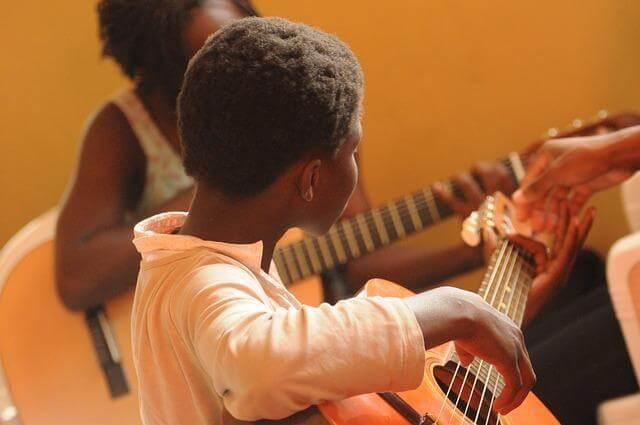 musik-gitarre_afrika