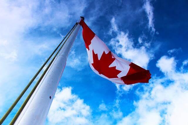Die kanadische Flagge weht im Wind