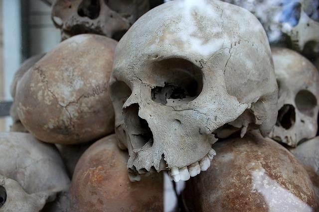 Die Roten Khmer begingen Ende des letzten Jahrhunderts Voelkermord an einem Großteil der Bevoelkerung in Kambodscha.