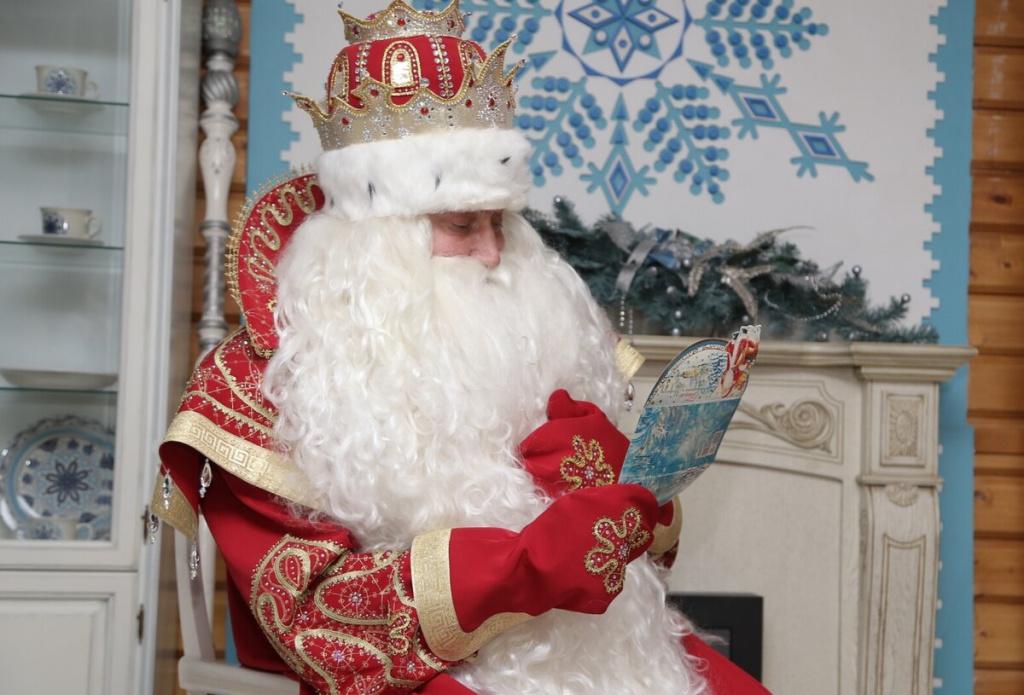 Santa Claus læser Letters.jpg