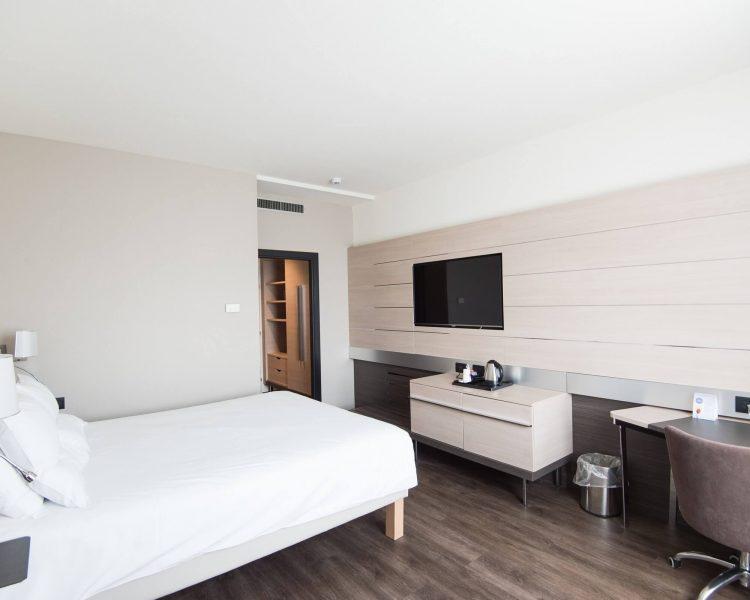hotel room w- wood floor