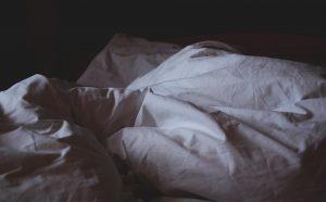 男,一人暮らし,臭い,ベッド