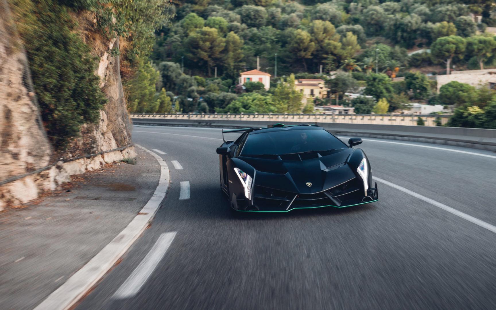 2015-Lamborghini-Veneno-Roadster-_13