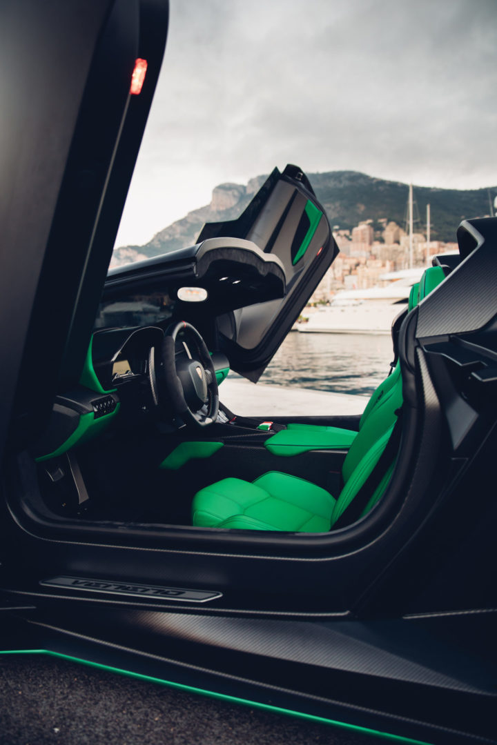 2015-Lamborghini-Veneno-Roadster-_2