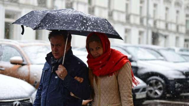 Москву двое суток будет заваливать снегом изаливать дождем