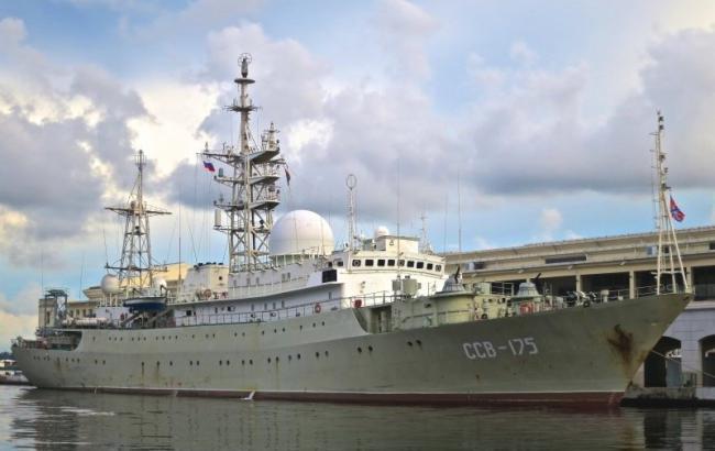 Русский корабль-шпион замечен рядом самериканской платформой подлодок