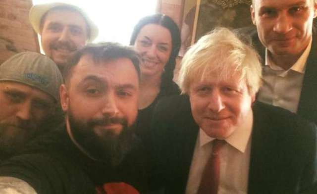 Глава МИД Великобритании Джонсон посетил Pizza Veterano