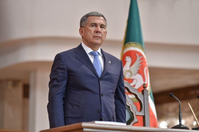 Минниханов распорядился не допустить вывода активов из Татфондбанка и «ИнтехБанка»