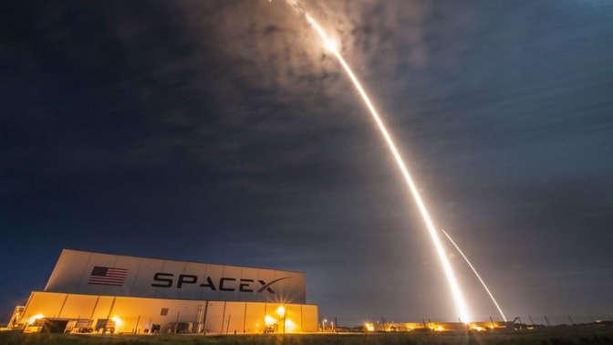 Втечении следующего года два человека побывают наЛуне— SpaceX