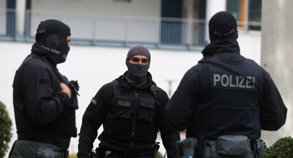 Немецкая полиция задержала 78 человек во время митинга COVID-19 в Берлине, 4 офицера получили ранения