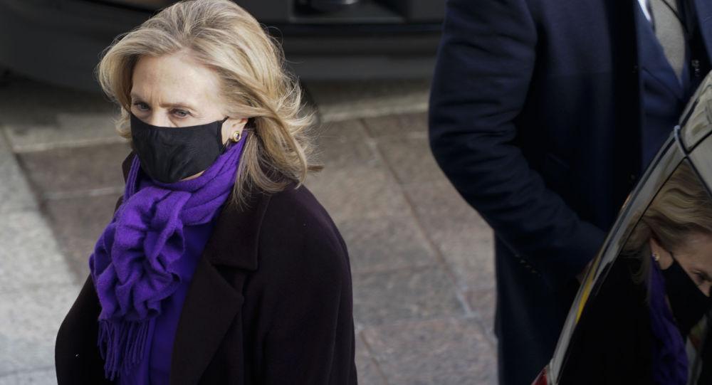 Хиллари Клинтон дает Байдену пятерку за усилия, говорит, что он «менее сдержан», чем предшественники