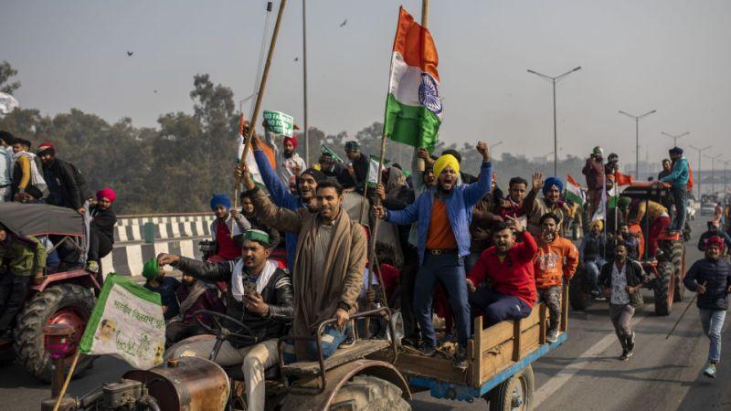 «Танки, тракторы, Twitter»: лидер фермерского союза предупреждает Нарендра Моди, что протесты правительства могут продолжаться