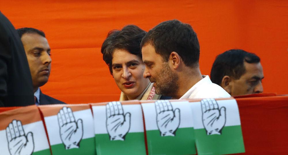 Индия: лидер Конгресса Приянка Ганди критикует правительство Йоги как «загадочную лихорадку», унесшее более 100 жизней