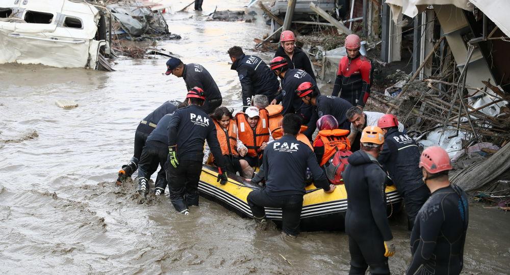 Число погибших в результате наводнений и селей в Северной Турции, как сообщается, увеличилось до 40