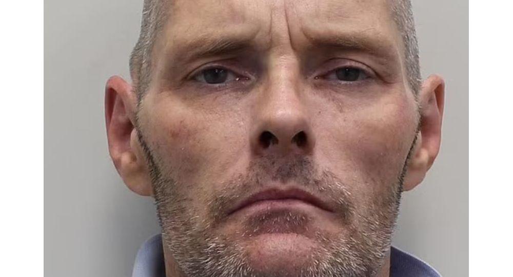 Лондонская охота за подозреваемым в двойном убийстве завершилась драматической разборкой на барже на канале