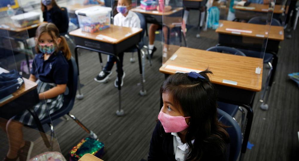 Судья Флориды отменяет запрет губернатора ДеСантиса на использование маски в школах