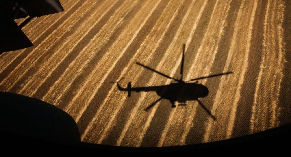 Спасательная операция продолжается, когда вертолет индийской армии упал в озеро