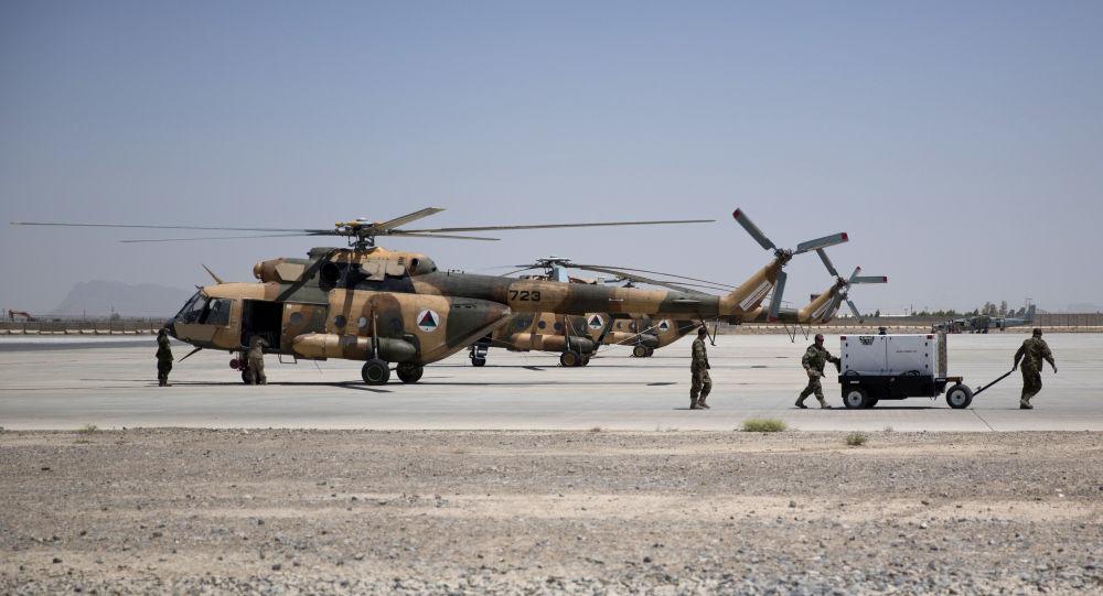 Талибан хвастается захватом вертолетов Black Hawk и американских самолетов после захвата аэропорта Кандагар — Видео
