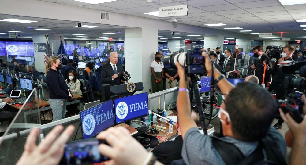 Видео: Байден отказывается отвечать на вопросы по Афганистану, заблудился на выходе во время выступления FEMA