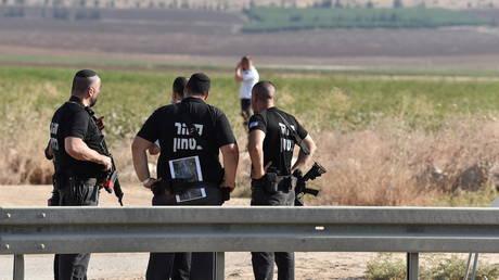 4 палестинских боевика захвачены полицией после побега из израильской тюрьмы через туннель в начале этой недели, двое остаются на свободе