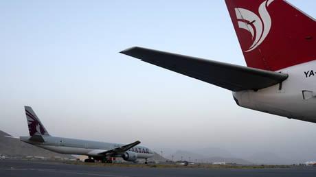 Белый дом хвалит «деловой и профессиональный» Талибан как первый гражданский рейс с тех пор, как кабульский аэропорт CHAOS благополучно приземлился в Катаре
