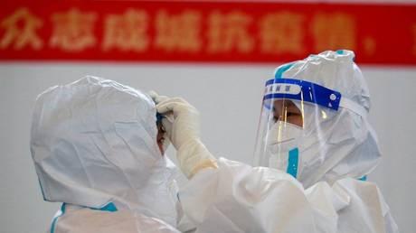 Covid-19 появился в США до Уханя, утверждают китайские ученые в новом исследовании