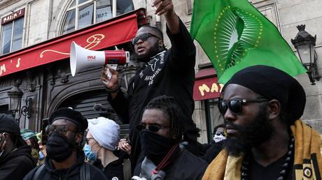 Франция собирается распустить « расистскую » Лигу защиты чернокожих африканцев после беспорядков в выходные