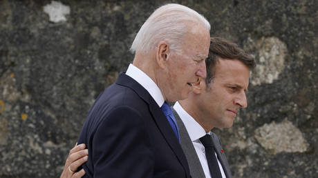Франция вернет посла в Вашингтон после звонка Байдена Макрону в связи с пренебрежением к крупному военному контракту