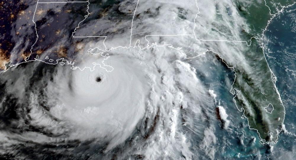 «Интенсивность сильного урагана»: Ларри перерастает в циклон категории 3, готовый к «опасному серфингу»