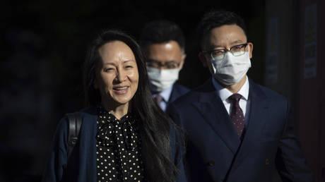 Исполнительный директор Huawei Мэн Ваньчжоу снимает обвинения в сделке с США, поскольку дело против китайского технологического гиганта продолжается