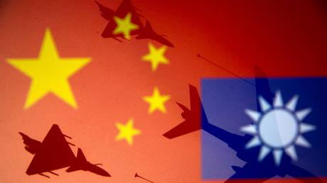 Китайские самолеты входят в зону противовоздушной обороны Тайваня всего через день после того, как Тайбэй объявил о выделении дополнительных 9 млрд долларов на укрепление своей армии
