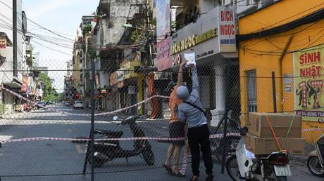 Мужчина из Вьетнама получил ПЯТЬ ЛЕТ за решеткой за нарушение карантина Covid-19 и распространение вируса
