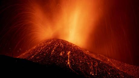 Усиление вулканической активности вынудило эвакуировать ЕЩЕ ТРИ города Ла-Пальмы
