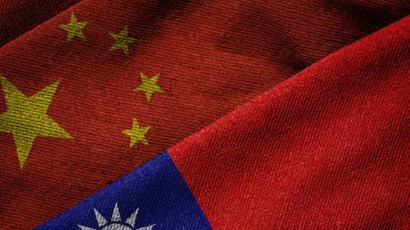 Китайская армия клянется сокрушить тайваньский сепаратизм и «внешнее вмешательство» после того, как ударные войска проведут штурмовые учения