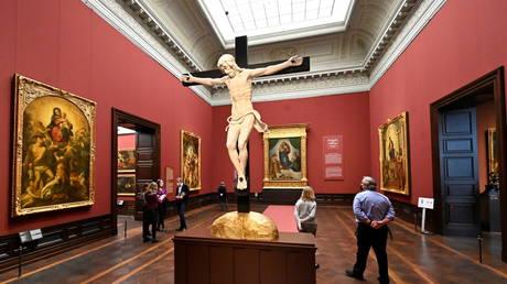 Немецкий музей разбудил огонь из-за несанкционированной кампании по переименованию более 100 произведений искусства в « расистский »
