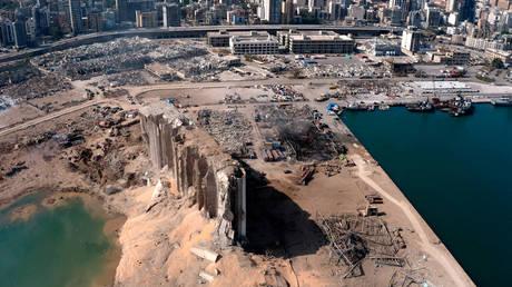 Расследование взрыва в Бейруте заморожено во второй раз за несколько недель после того, как верховный судья выдал ордер на арест бывшего министра финансов