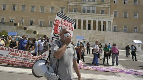 Сотни греческих врачей устроили 24-часовую забастовку в знак протеста против обязательной вакцинации против Covid и нехватки кадров