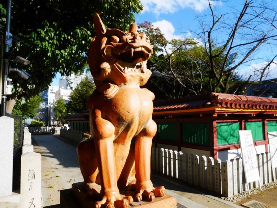 Statue de lion au sanctuaire d'Ikuta