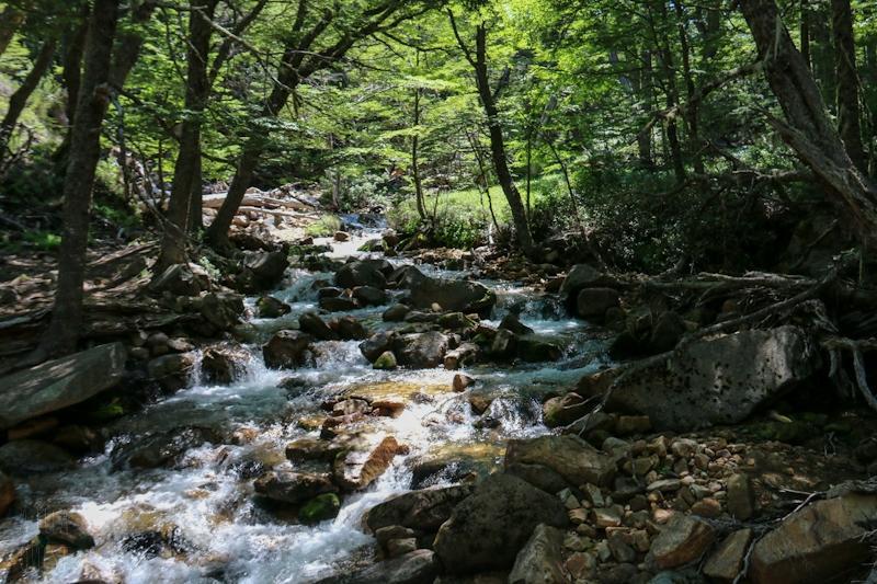 Rivière en route en direction du refuge Frey