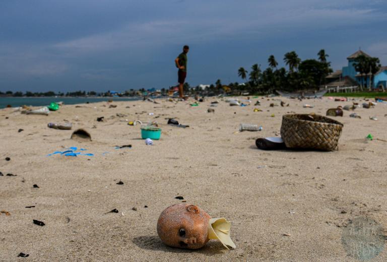 Plage de plastique à Trincomalee