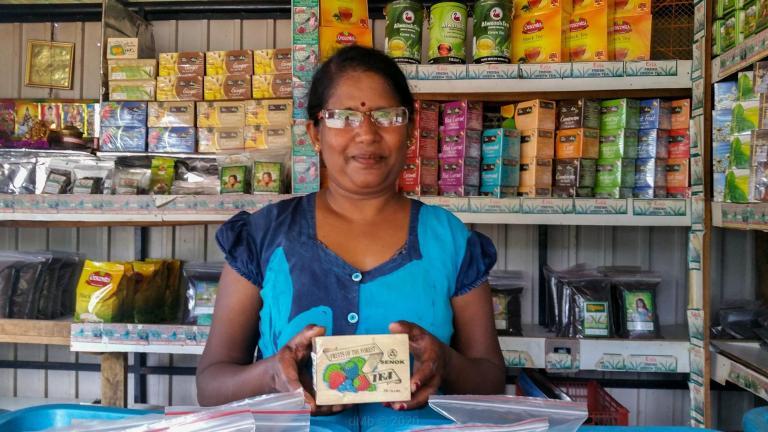 Propriétaire de l'échoppe de thé chez qui nous faisons nos provisions © dMb 2020