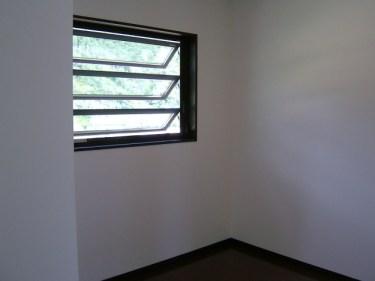 ルーバー窓には突っ張り棒での防犯が有効?その効果を検証!