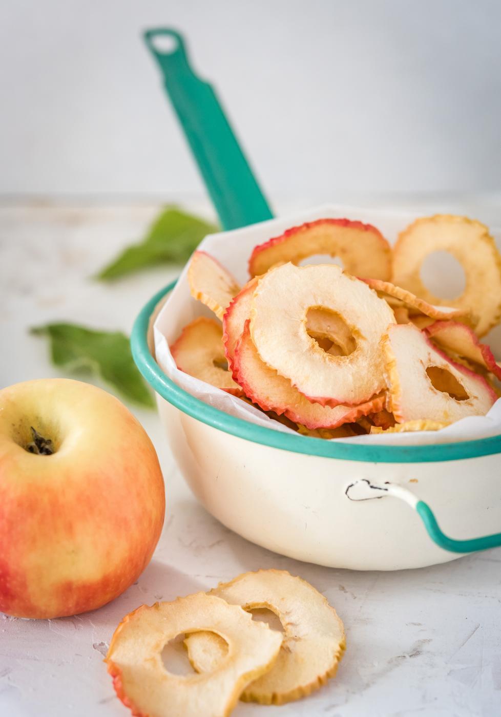 Vaniljan makuiset kuivatut omenat