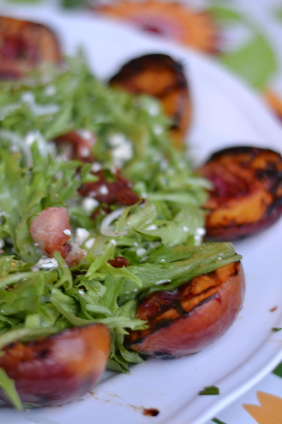Salaatti Grillatuilla Nektariineilla
