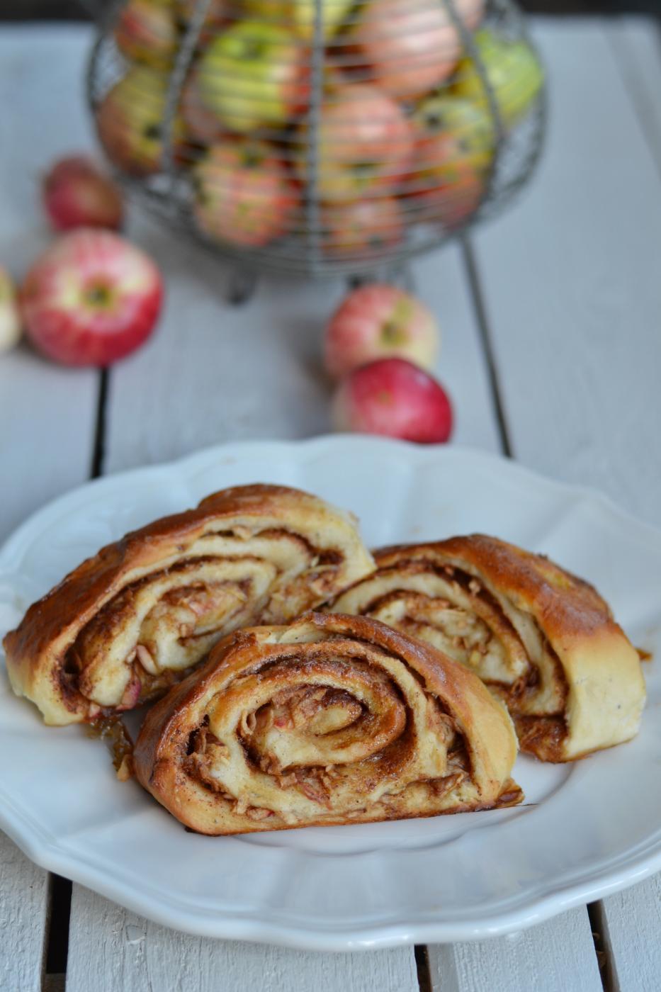 Lasten kanssa keittiössä: Omena-kanelipuustit
