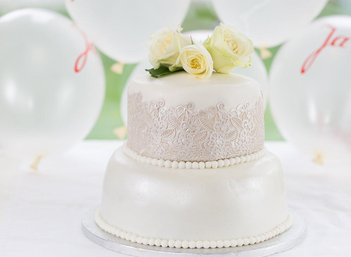 Hochzeitstorte Gã¼Nstig | Rezept Hochzeit Hochzeitstorte Herz Rezept Beliebte