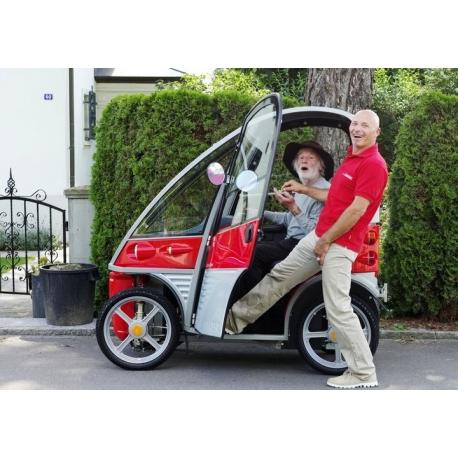 scooter lectrique  4 grandes roues et dune grande autonomie avec toit